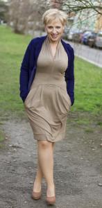 Béžové šaty svetřík 2